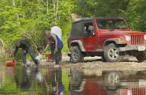 57695_collecting-creek-water_jfxeaqbh63vorhnrwcs4oomcjtncurxrbvj6lwuht2ya6mzmafma_610x457